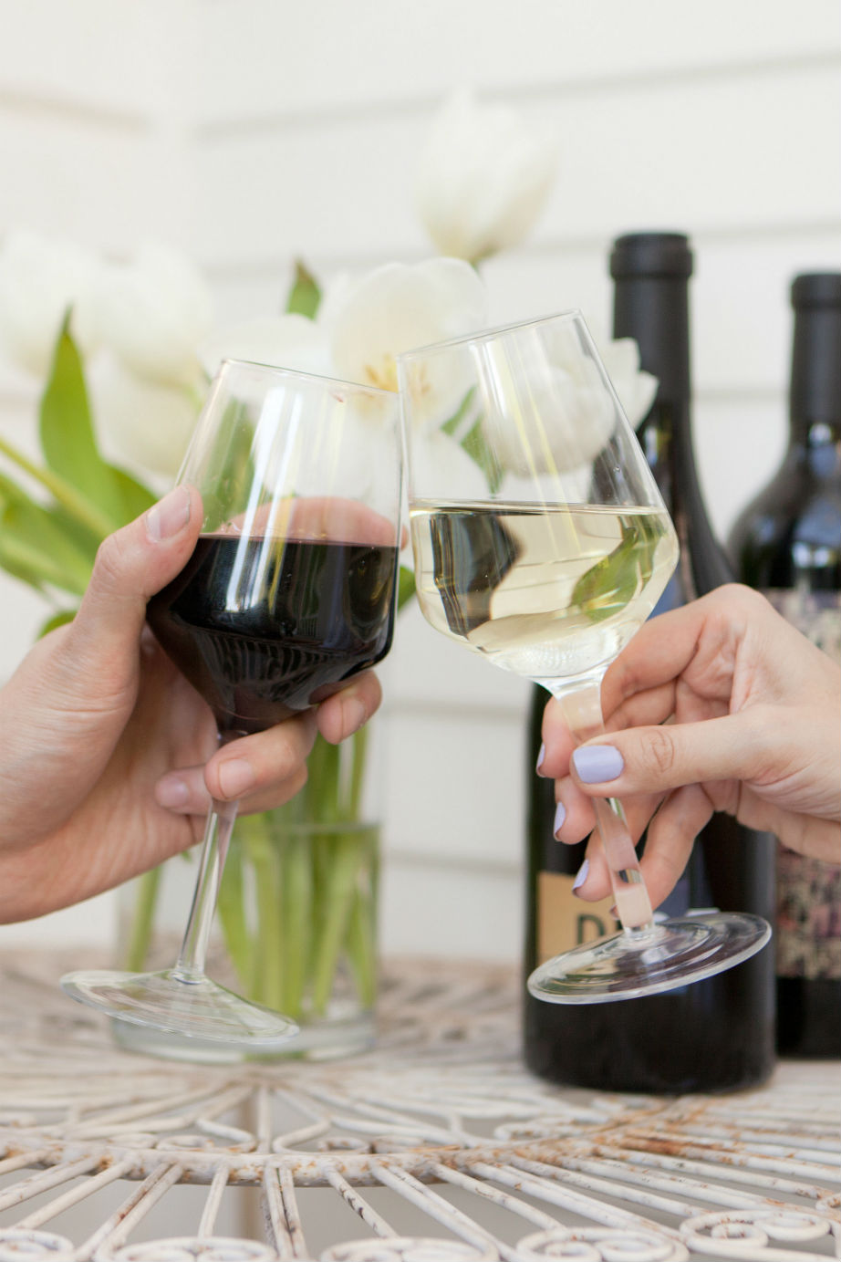 Λερώθηκε το τραπεζομάντηλο με κόκκινο κρασί; Σύντομα θα πίνετε στην υγειά του απορρυπαντικού πιάτων!