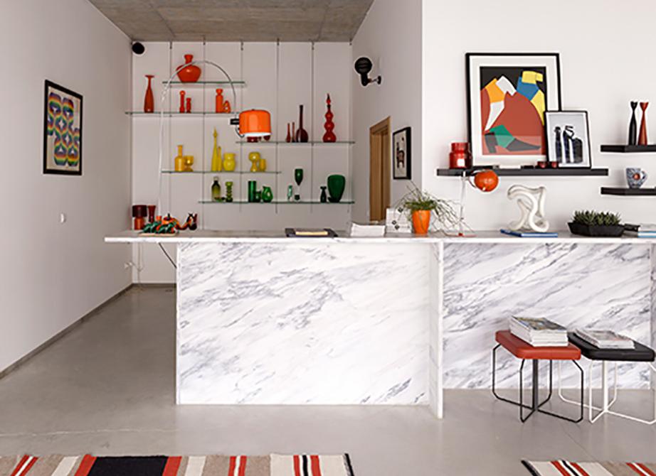 Μια όμορφη συλλογή, έναν ιδιαίτερο χαλί ή ένα αντικείμενο design θα προσθέσουν χαρακτήρα στον χώρο.
