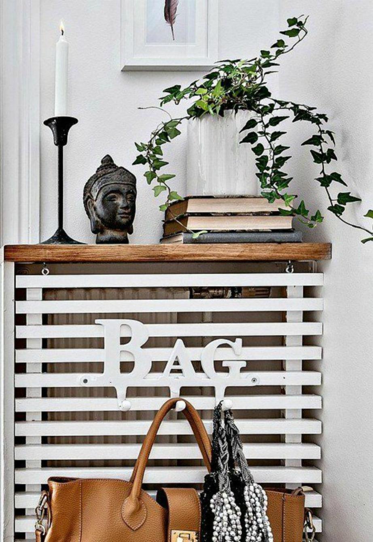 Και εφόσος το καλοριφέρ δεν θα χρησιμοποιείται διακοσμήστε το έξυπνα ως αποθηκευτικό χώρο για βιβλία και τσάντες.