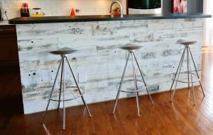 Η ιδέα της Stikwood δημιουργεί εξίσου ελκυστικές λύσεις και σε άλλες επιφάνειες, π.χ. το πάσο της κουζίνας.