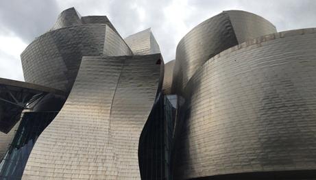 To μουσείο Guggenheim από τον Gehry, στο Μπιλμπάο.