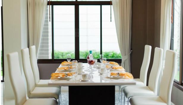 «Τι να κάνω τις δερμάτινες καρέκλες της κουζίνας μου που έχουν φθαρεί»;