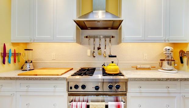 «Πώς να Κάνω την Κουζίνα μου να Φαίνεται πιο Φωτεινή;»