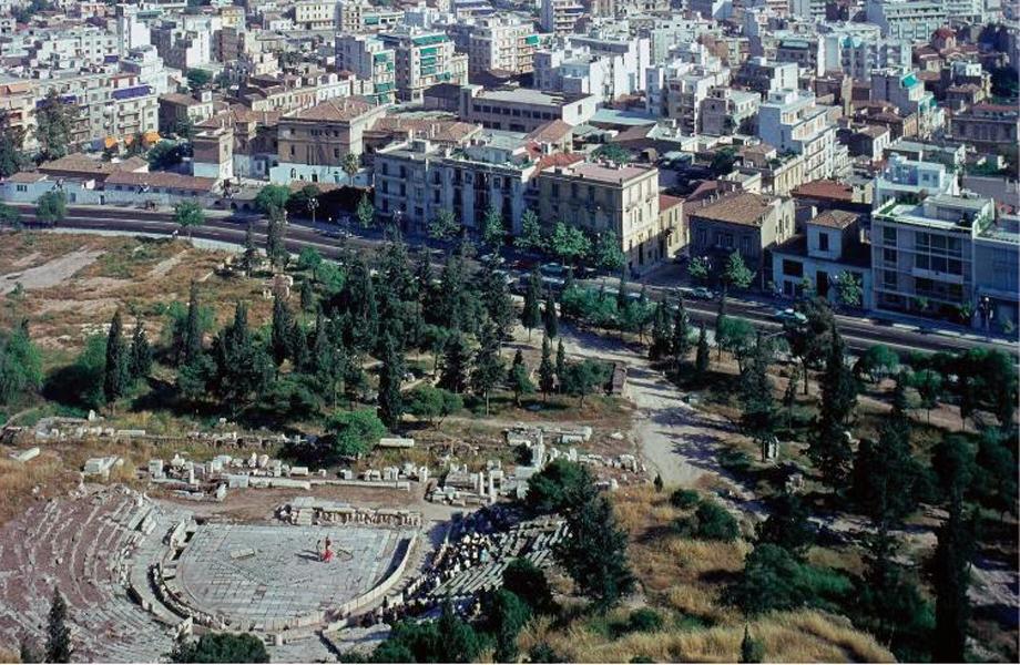 Θέα από τον Ιερό Βράχο της Ακρόπολης.