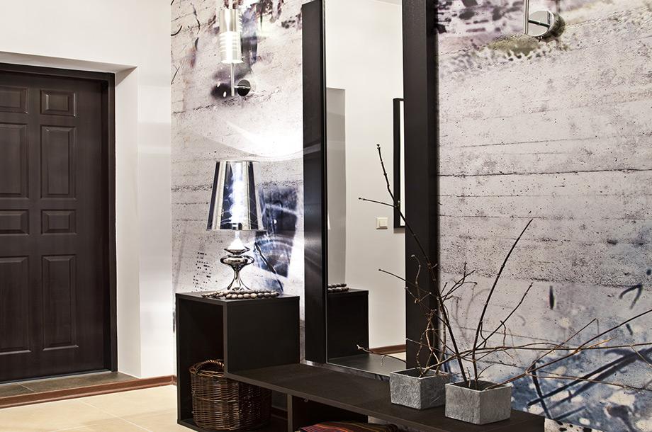 Χρησιμοποιήστε έναν καθρέφτη και ένα ωραίο φωτιστικό, βάψτε τον τοίχο ή βάλτε μια ωραία ταπετσαρία.