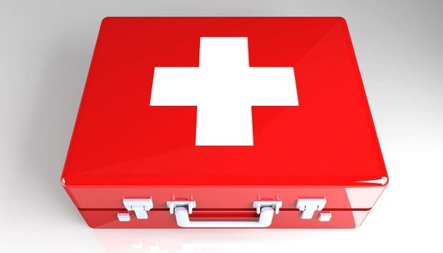 Αυτά που Πρέπει να Περιέχει ένα κουτί Έκτακτης Ανάγκης για να σας Σώσει τη Ζωή