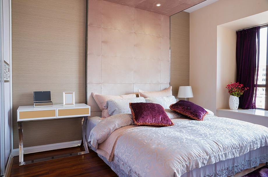 Φτάστε το κεφαλάρι μέχρι το τα βάνι και συνεχίστε το. Τοποθετήστε σποτ πάνω από το κρεβάτι.