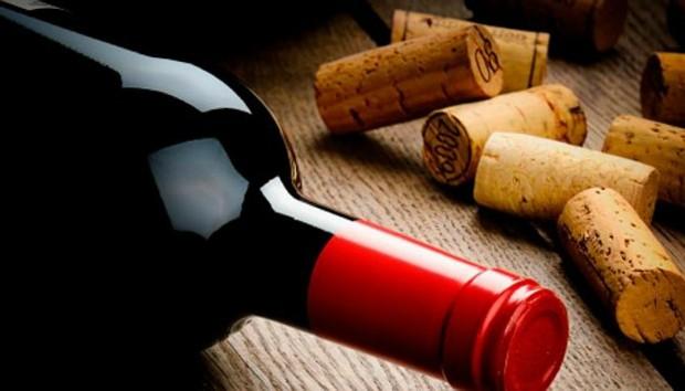 5 Τρόποι να Ανοίξετε ένα Μπουκάλι Κρασί Χωρίς Ανοιχτήρι