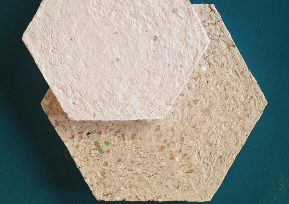 Τα χάρτινα πλακίδια χρησιμοποιούνται σε συνδυασμό με κεραμεικά πλακάκια για να ντύσουν μεγάλες επιφάνειες.