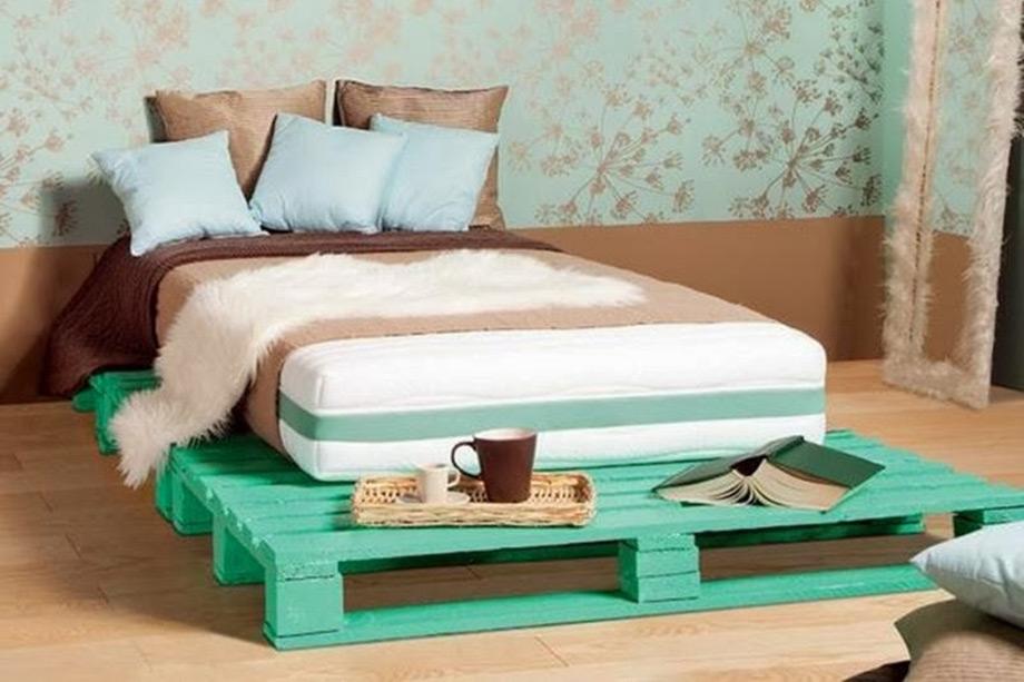 Επενδύστε σε ένα καλό στρώμα και εκφράστε τη δημιουργικότητά σας με τη βάση του κρεβατιού από παλέτες.