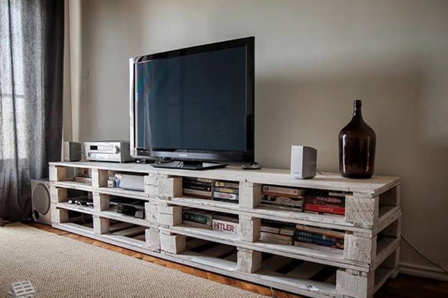 Τα κενά που δημιουργούνται όταν στοιβάζονται οι παλέτες είναι τα ιδανικά σημεία για να τοποθετήσετε κάτω από την τηλεόραση τις ηλεκτρονικές συσκευέw, DVD κλπ.
