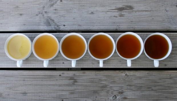 Καθαρίστε τα Ξύλινα Πατώματα Χρησιμοποιώντας μόνο Τσάι!