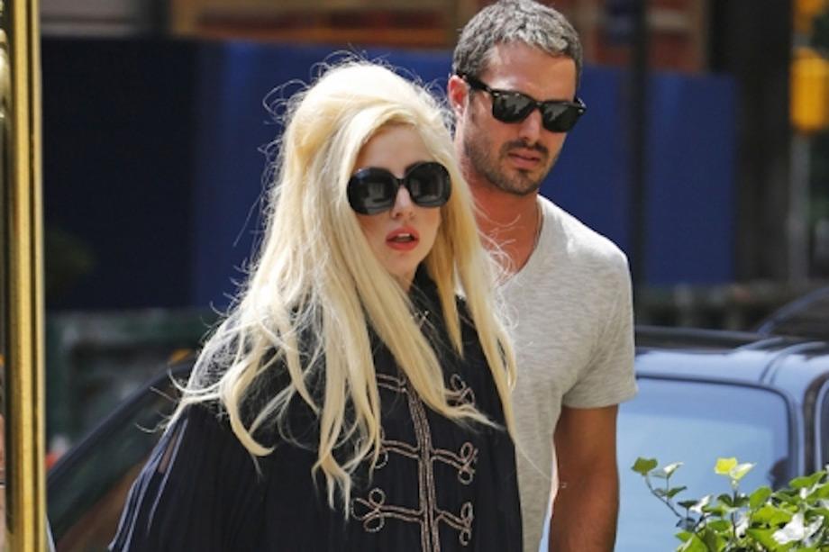 Η Lady Gaga με τον αγαπημένο της Taylor Kinney.