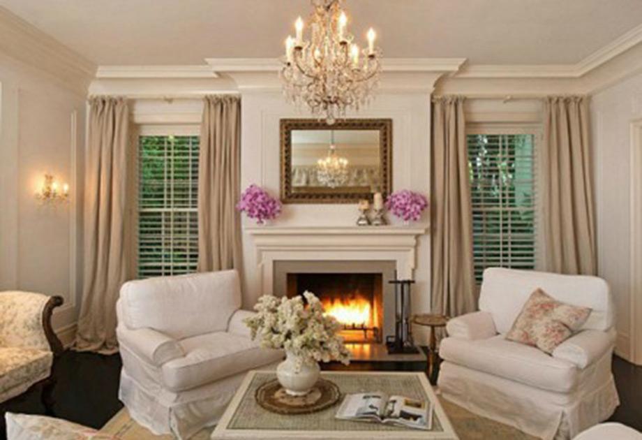 Ζεστό και φιλόξενο καθιστικό με τα παστέλ χρώματα να κυριαρχούν.