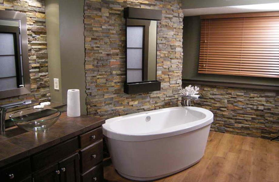 Τα πλακάκια τύπου πέτρα δίνουν φυσικό τόνο στο μπάνιο σας.