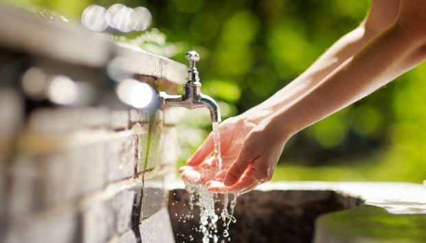 Πιείτε Νερό Κατευθείαν από τη Θάλασσα Χρησιμοποιώντας Ηλιακή Ενέργεια!