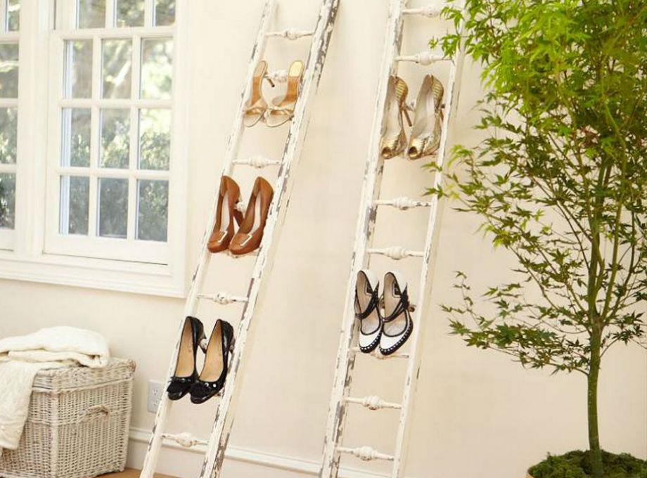 Mεταμορφώστε την παλιά σκάλα σας σε αυτοσχέδια παπουτσοθήκη.