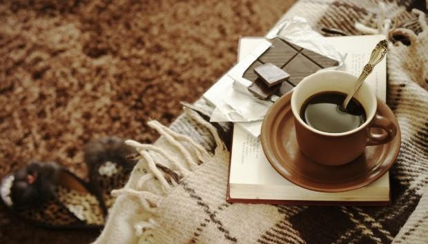 Πώς να Αφαιρέσετε Λεκέ Σοκολάτας ή Μελιού από τα Υφάσματα