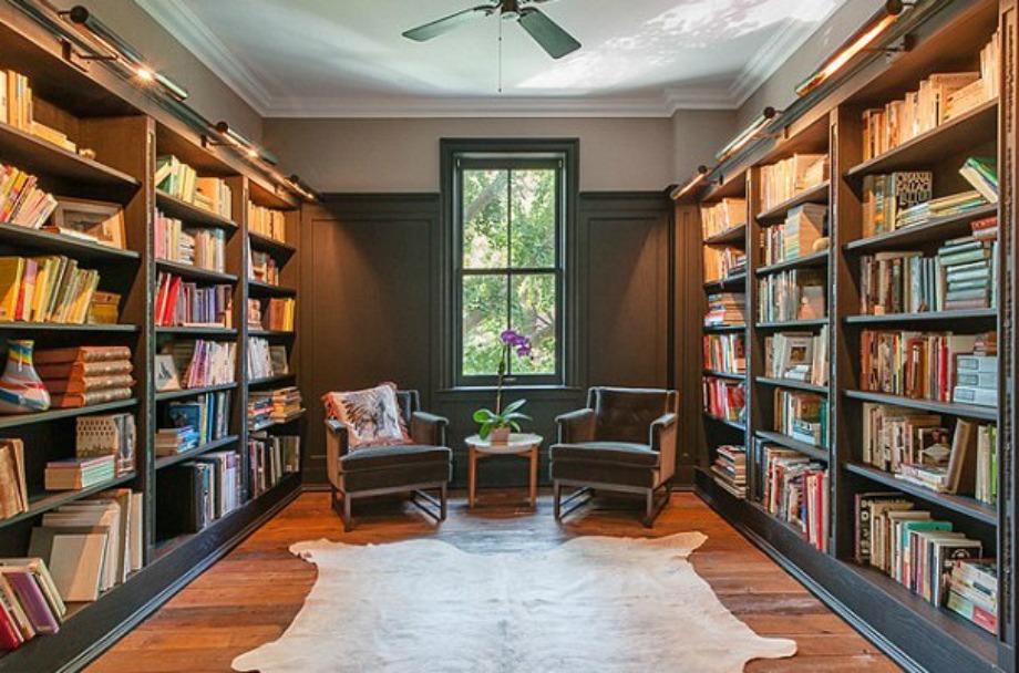 Η βιβλιοθήκη είναι ιδανική για ατελείωτο διάβασμα.
