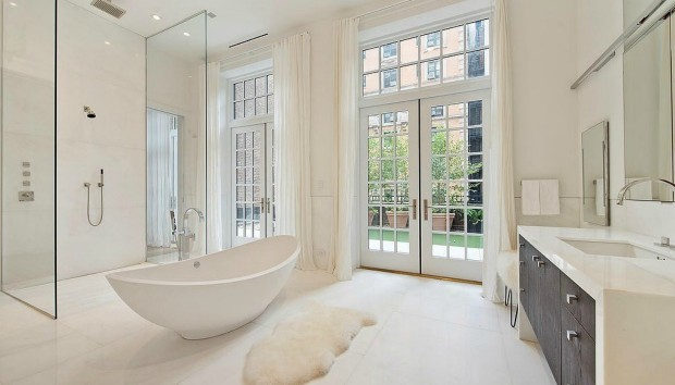 7 Απίστευτα Μπάνια Διασήμων που Μοιάζουν με Spa
