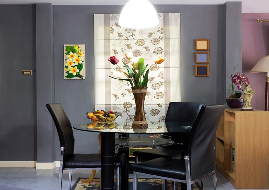 Αν το δωμάτιό σας είναι μικρό, βάψτε το σκούρο για να δώσετε βάθος στο χώρο.