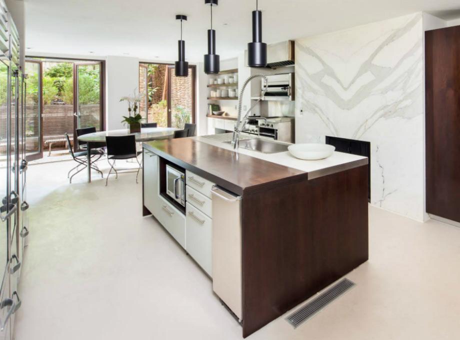 Η minimal κουζίνα της κατοικίας.