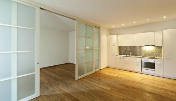 «Πώς θα καλύψω τη συρόμενη πόρτα στο σαλόνι μου;»