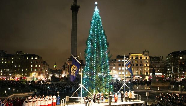 Το Γιγάντιο Χριστουγεννιάτικο Δέντρο στην Πλατεία Τραφάλγκαρ στο Λονδίνο