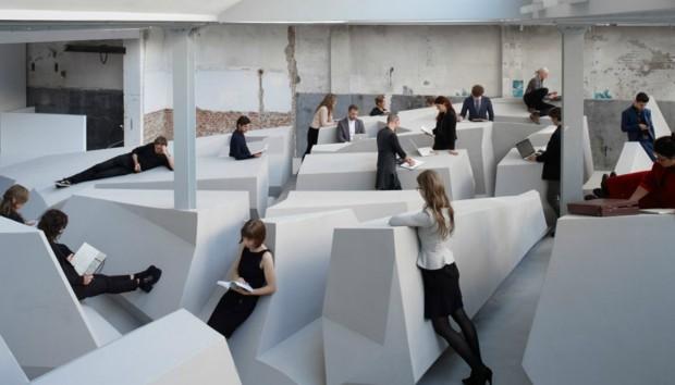 Θα Δουλεύουμε Στο Μέλλον Όλοι Χωρίς Καρέκλες;