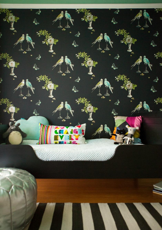 Παιδικό δωμάτιο που έχει ως βάση το μαύρο χρώμα