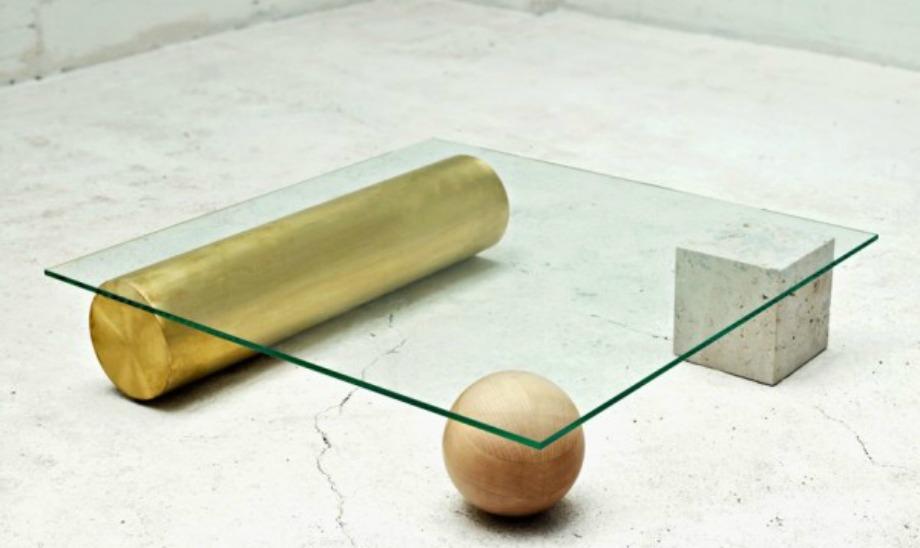 Το μεταλλο, η πέτρα, το γυαλί, το μάρμαρο συνδυάζονται τέλεια σε αυτό το coffee table