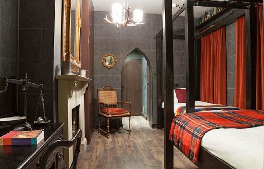 Στα δωμάτια υπάρχουν μαγικά φίλτρα, μπαούλα και
