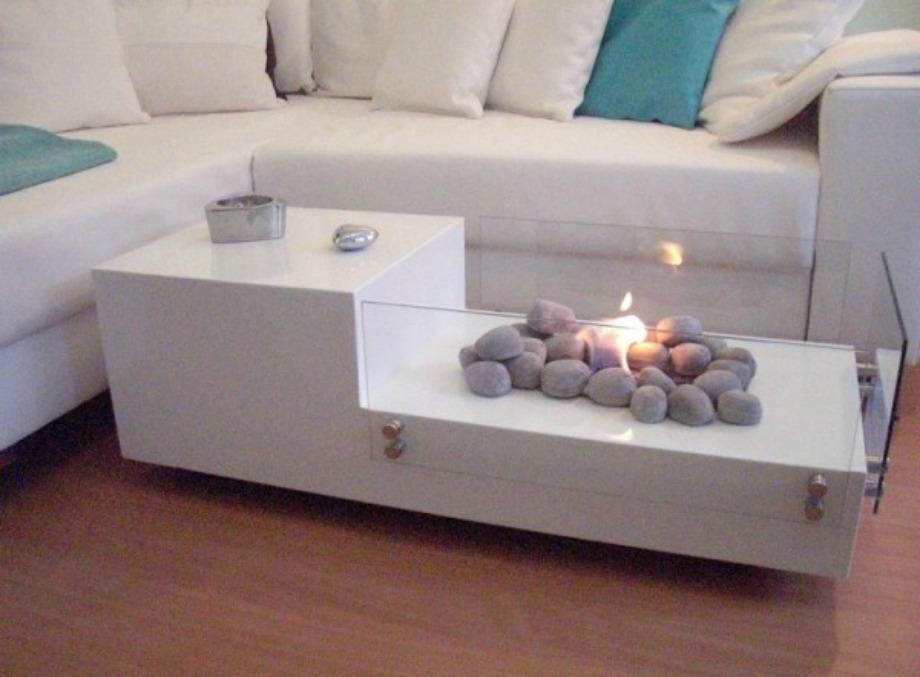 Το λευκό ταιριάζει σε όλους τους χώρους και με την προσθήκη κεριών δίνει ζεστασιά σε ένα σαλόνι