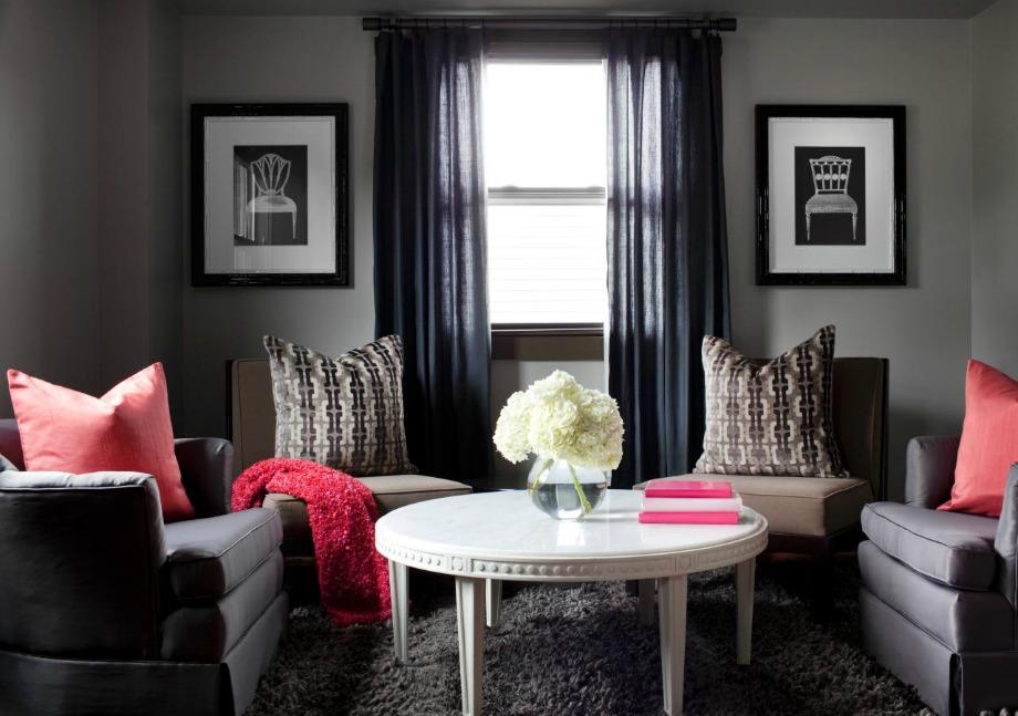 Σε αυτό το δωμάτιο έχει δοθεί το πρώτο χρώμα σε μεγαλύτερο ποσοστό. Το γκρι κυριαρχεί στον χώρο ενώ μετά ακολουθεί το άσπρο και το λευκό σε ίδια περίπου αναλογία