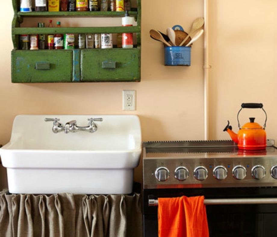 2-3 λεπτομέρειες με πορτοκαλί και η κουζίνα αμέσως απέκτησε ζωντάνια