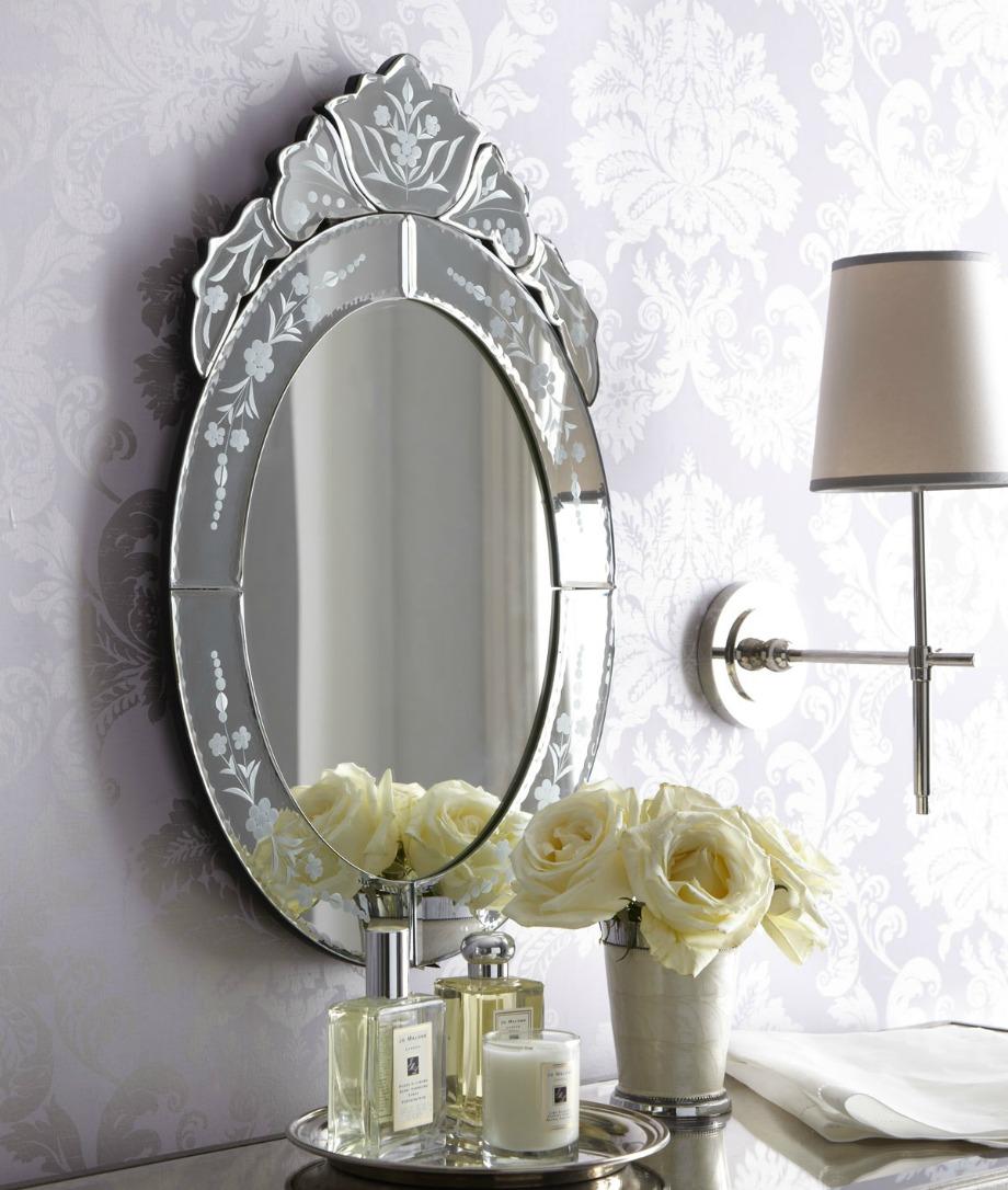 Ένας καθρέφτης με ωραίο σχέδιο δίνει στιλ σε όλο το δωμάτιο