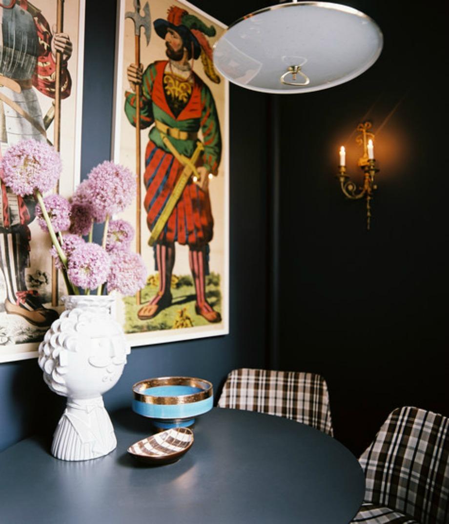 Βάλτε καρό καρέκλες στην τραπεζαρία σας και δώστε περισσότερο στιλ στον χώρο