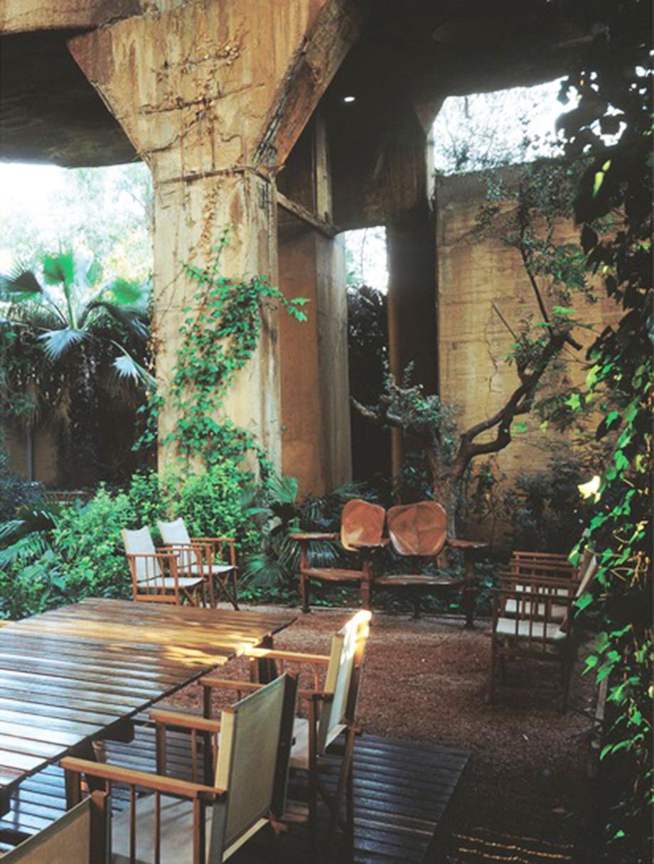 Το παγκάκι Battló στο σπίτι του αρχιτέκτονα Ricardo Bofill στη Βαρκελώνη.
