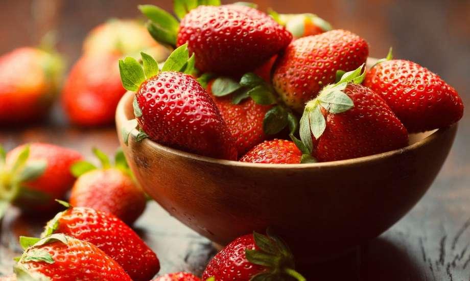 Οι φράουλες, πέρα από υπέροχη γεύση, διαθέτουν και ισχυρές λευκαντικές ιδιότητες.