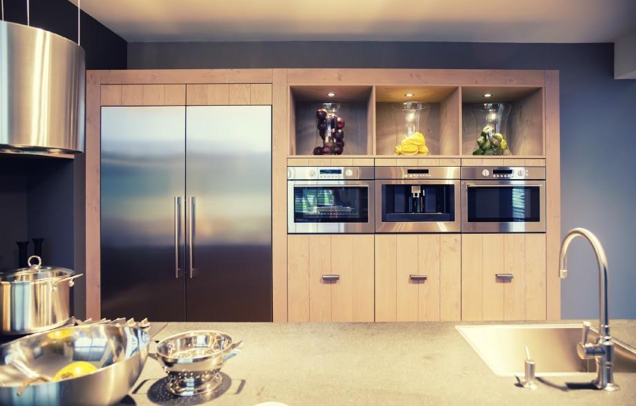 Φροντίζετε να καθαρίζετε τις επιφάνειες της κουζίνας σας μετά τη χρήση τους. Έτσι θα έχετε πάντα μία αστραφτερή κουζίνα.