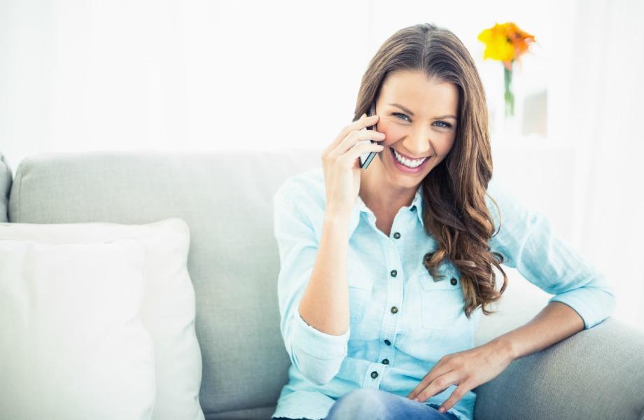 Προσπαθήστε να μην χρησιμοποείτε το κινητό σας όσο χαλαρώνετε το σπίτι σας. Όσο κι αν σας είναι δύσκολο, μπορείτε να ζήσετε και χωρίς αυτό.