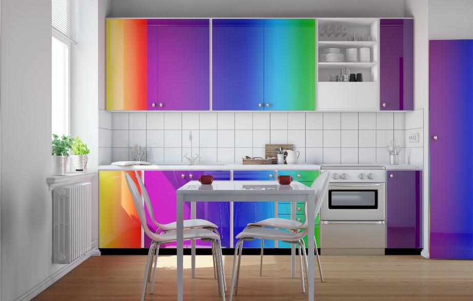 Μην σας αγχώσει καθόλου αν δείτε τέτοιες αποχρώσεις στα ντουλάπια της κουζίνας του νέου σας σπιτιού. Με λίγη μπογιά όλα αλλάζουν.
