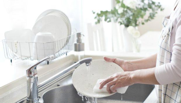 Πιάτα: Μάθετε πώς να τα Πλένετε με Λιγότερο Νερό