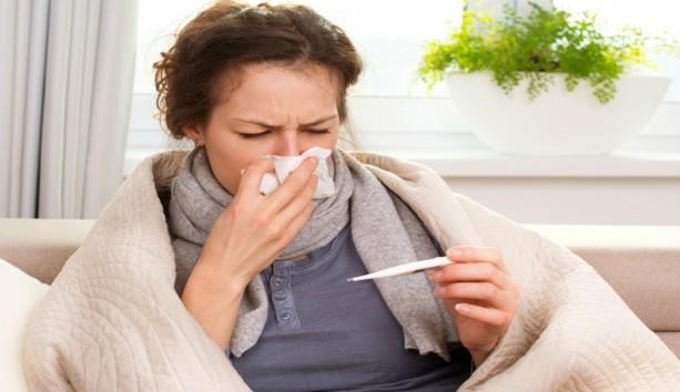 Την αρπάξατε; Αυτά είναι τα 10 ροφήματα που θα σας ανακουφίσουν από τα συμπτώματα της γρίπης