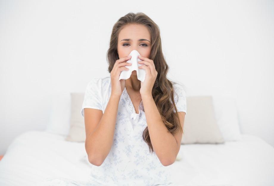 Οι αλλεργείες μπορεί πέρα από πολύ ενοχλητικές να γίνουν και η αιτία για κοκκινίλες στο πρόσωπό και το σώμα σας. Προσέξτε πάρα πολύ τη σκόνη που κυκλοφορεί μέσα στο σπίτι σας.