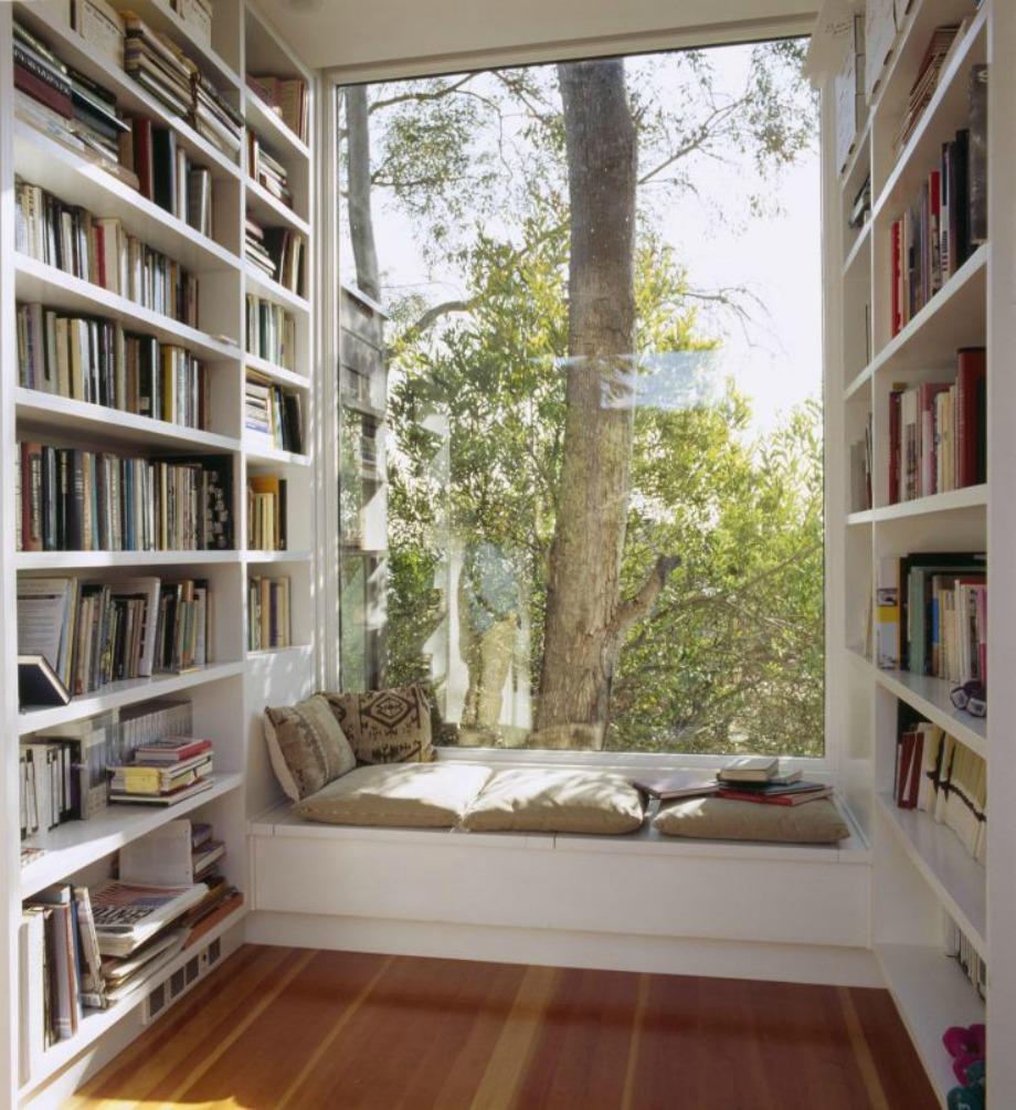 Μία υπέροχη ιδέα για χώρο διαβάσματος είναι δίπλα στη βιβλιοθήκη σας