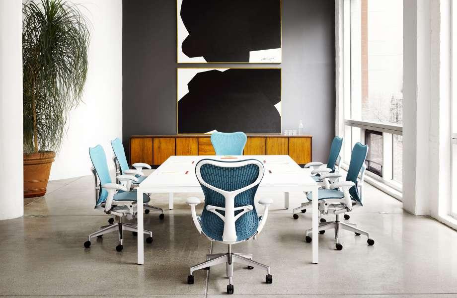 Όλοι λατρεύουμε τις design καρέκλες Herman Miller, αλλά αν δεν έχετε το πορτοφόλι να τις αντέξετε, προτιμήστε ένα όμορφο κι άνετο ανατομικό μαξιλάρι.