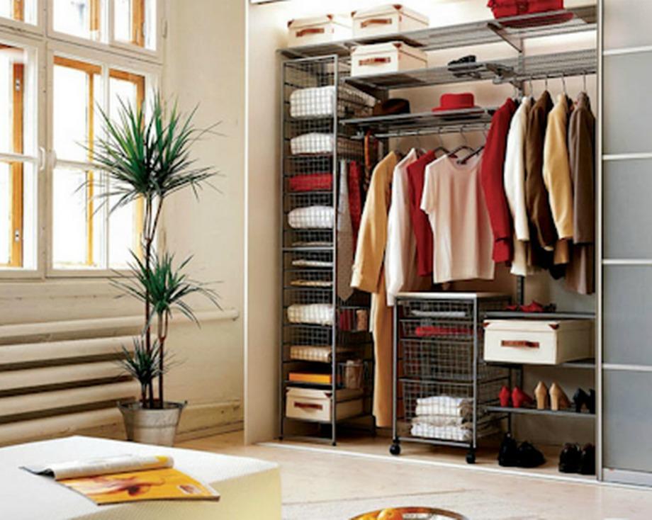 Οργανώστε σωστά τν ντουλάπα σας προσθέτοντας μερικά κουτιά για τα παπούτσια που συνηθίζετε να φοράτε κάθε μέρα