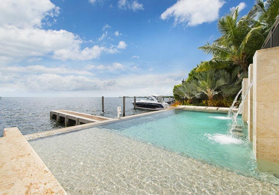 Η υπέροχη πισίνα