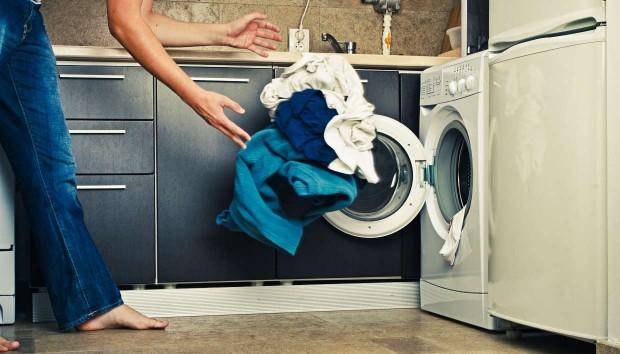 «Πρέπει να πλένω τα καινούρια ρούχα πριν τα φορέσω ή τα βάλω στην ντουλάπα;»